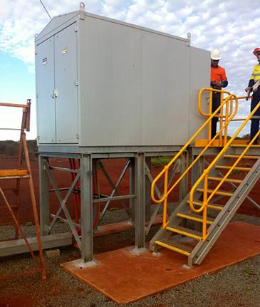 Un GMK NOJA Power instalado en sitio en una mina en WA, que proporciona protección para los activos en MV