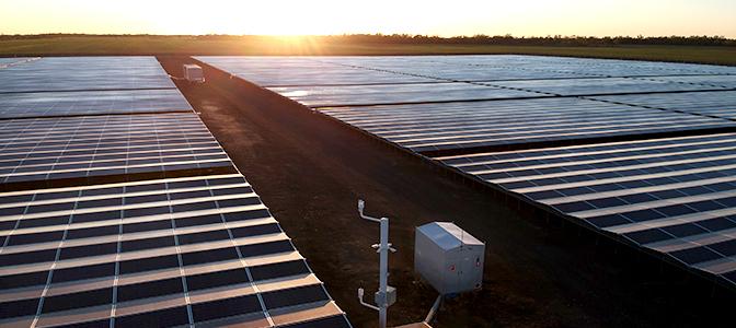 Granja Solar Kanowna en el norte de NSW, Australia con un GMK de NOJA Power  (centro)