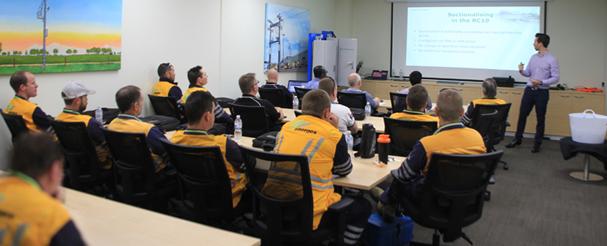 Martin van der Linde, Ingeniero de ventas de NOJA Power liderando una sesión