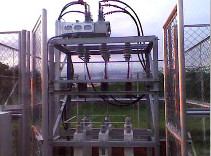Reconectador NOJA Power instalado en un banco de capacitores exterior